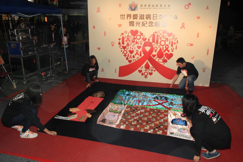HKAF_WAD2014_Candle-light Vigil_Quilt opening