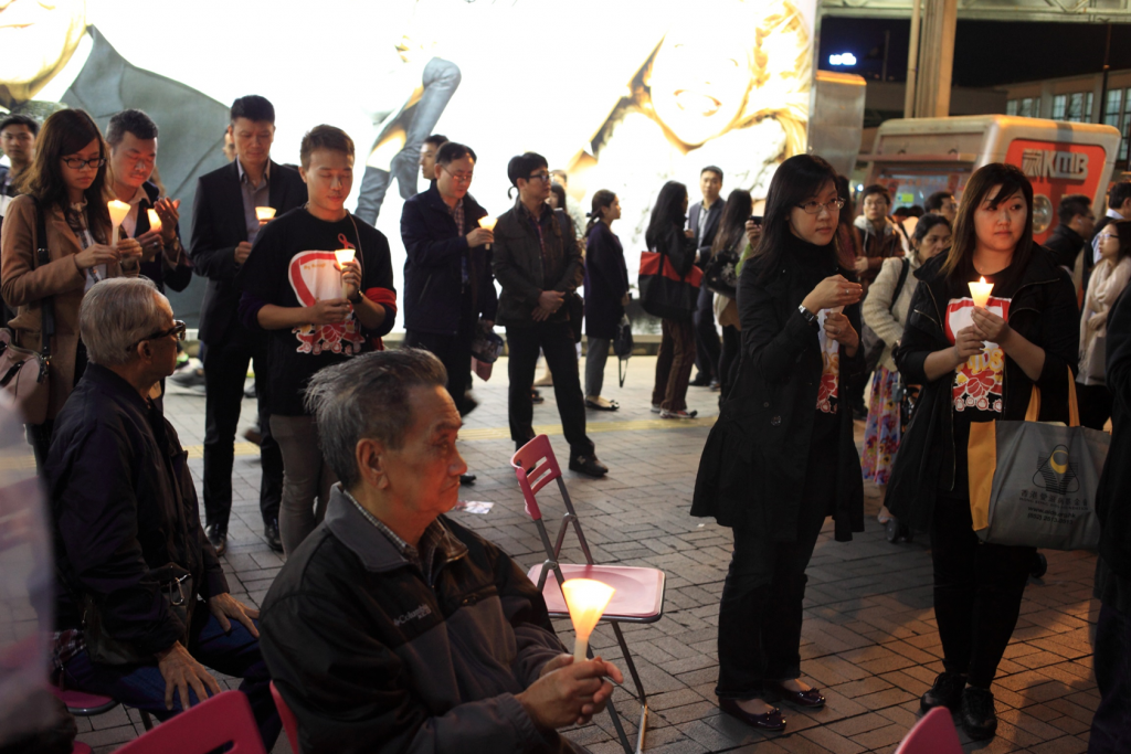 HKAF_WAD2014_Candle-light Vigil_Silent prayer-2